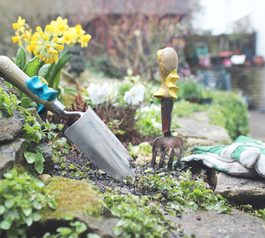 5 ideas for sugru in your garden