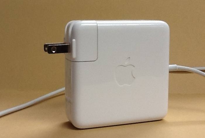 How to keep the detachable plug on an Apple power cube safe