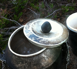 Reinforce the knob of an outdoor kettle