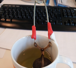 Improve a tea strainer