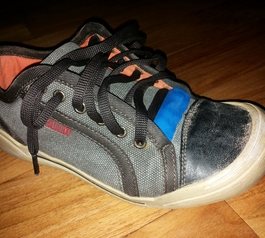Repair a sailing boat shoe