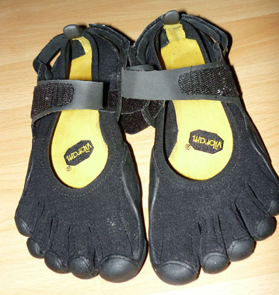 Make Vibram FiveFingers shoes comfier