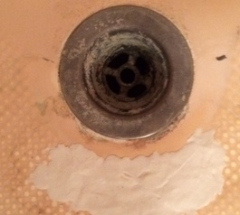 Repair a cracked bathtub (before)