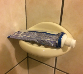 Turn a soap dish into a toothpaste holder (before)