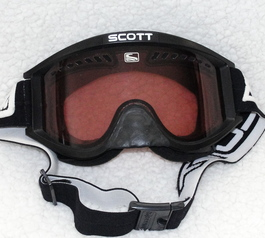 Add a nose cover to ski-goggles
