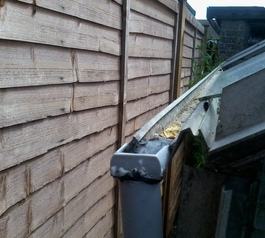 Repair the guttering of an aluminium greenhouse (after)
