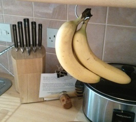 Convert a coat hanger into a banana hanger (after)
