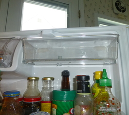 Attach a shelf in a fridge (after)