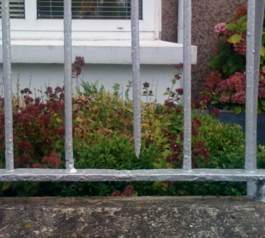 Fix a cast iron railing (before)