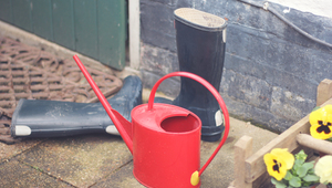 How to repair a leaking watering can