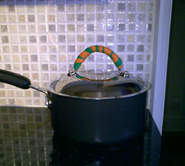 Insulate a pan lid handle