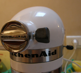 Replace the screw handle on a KitchenAid