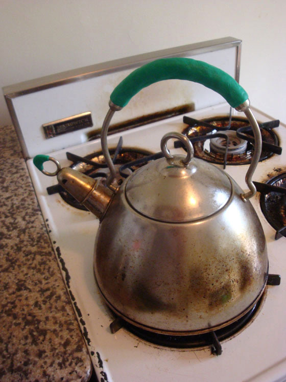 Protect hands from hot kettles