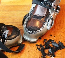 Fix your favourite ski boots (before)