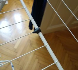 Fix the wire on a clothes airer