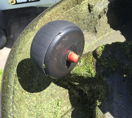 Repair the wheel on a lawnmower robot (before)