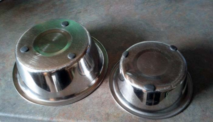 Dampen noisy dog metal food bowls
