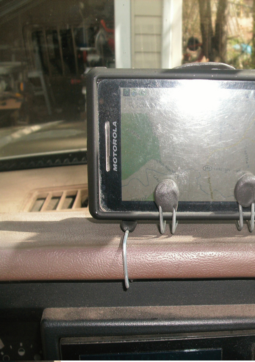 Make a Motorola phone holder for the car