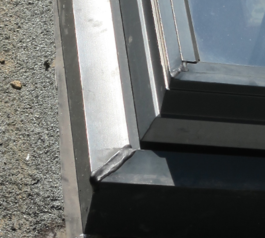 Seal an aluminium window frame