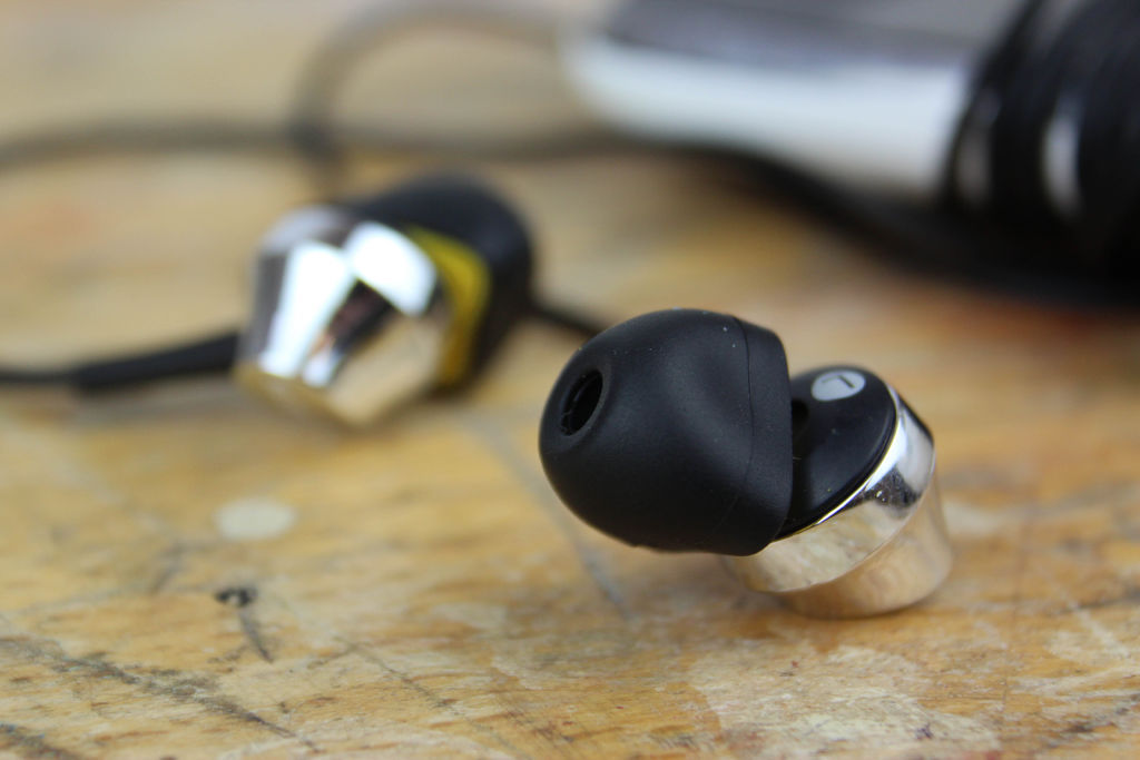 Moulded jelly head earphone on wooden surface